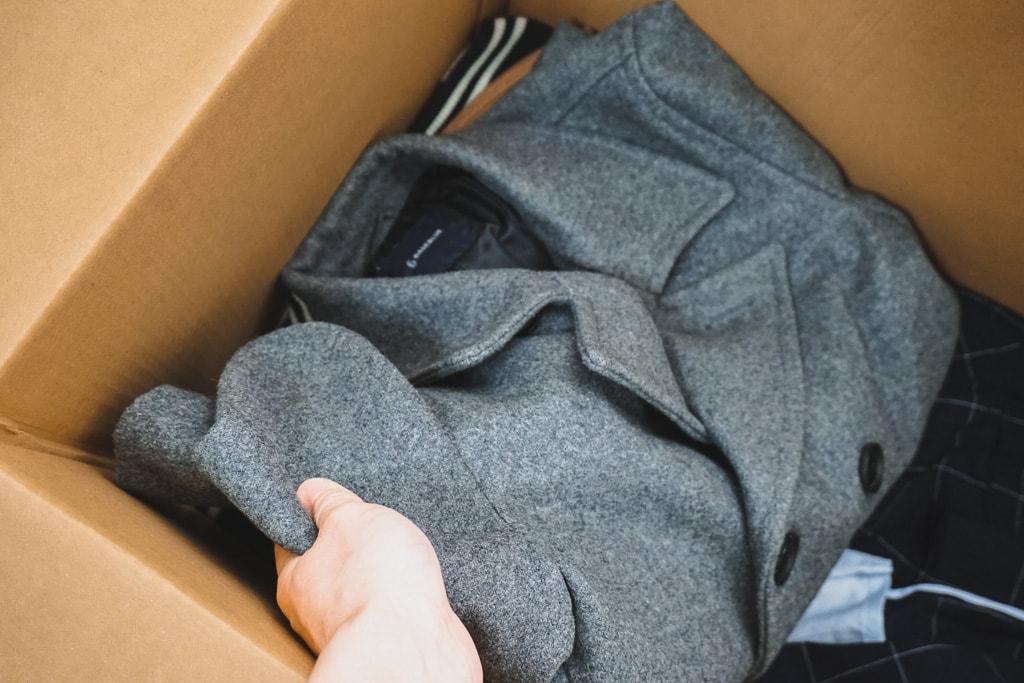 服を詰め込む