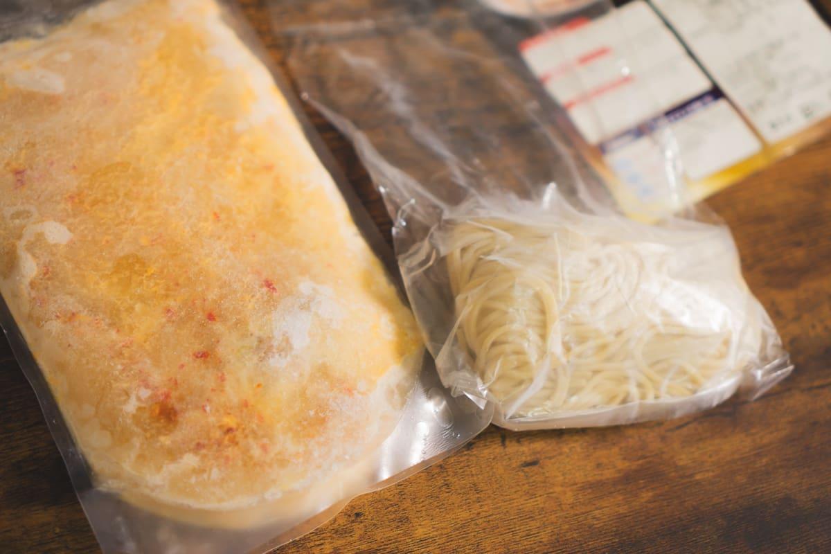 冷凍されたスープと麺