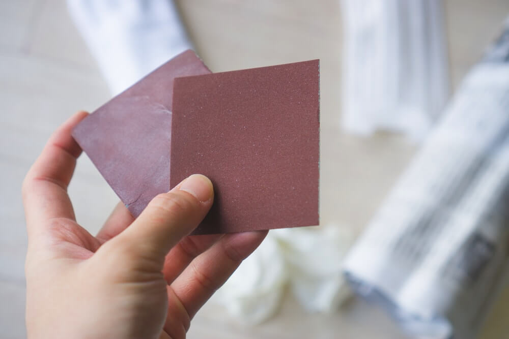 紙やすりはホームセンター、100円ショップなどにも売っています