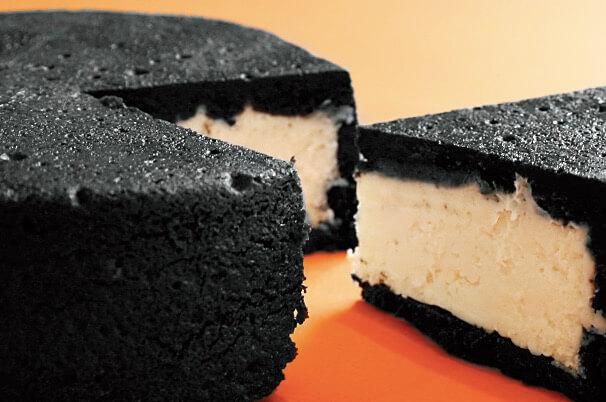 焦げてしまったのかな?「真っ黒チーズケーキ」