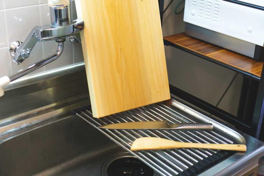 「折りたたみ水切りラック」でキッチンにプラスαのスペースを