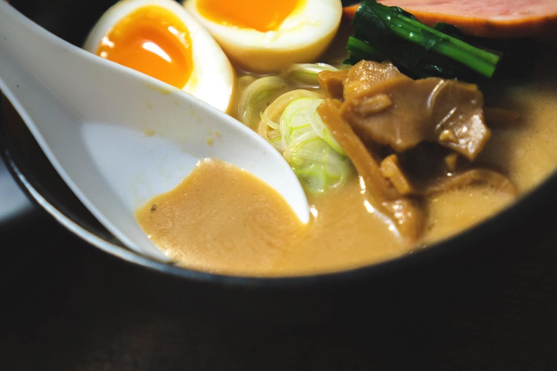 こってり濃厚 豚骨醤油スープいただきます