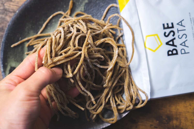 栄養満点な茶色い麺