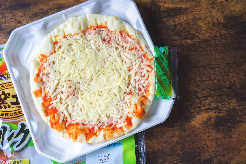 スーパーに売ってる市販のピザってなんか物足りない...。