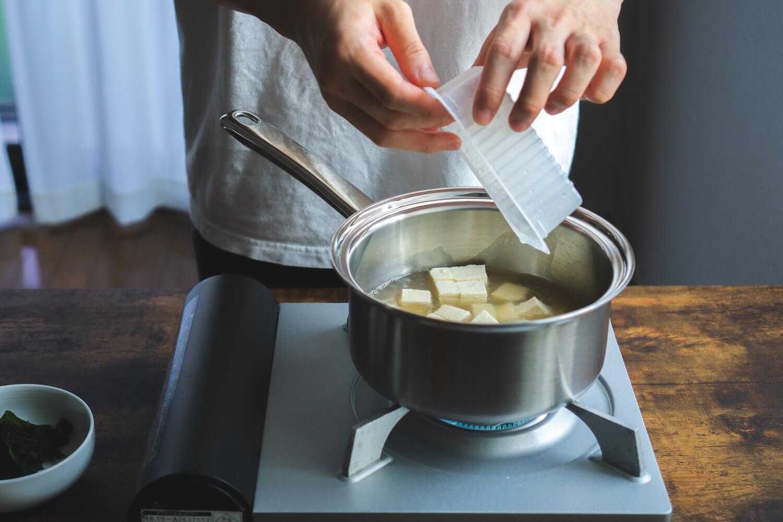 豆腐を加えて一煮立ち。