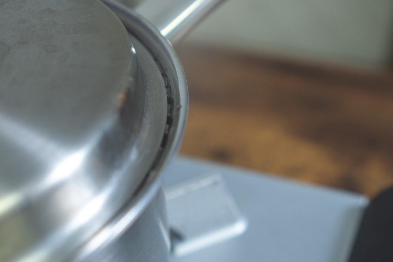 1分ほどで、本体と蓋の間に水蒸気の膜みたいなのが出来ます。